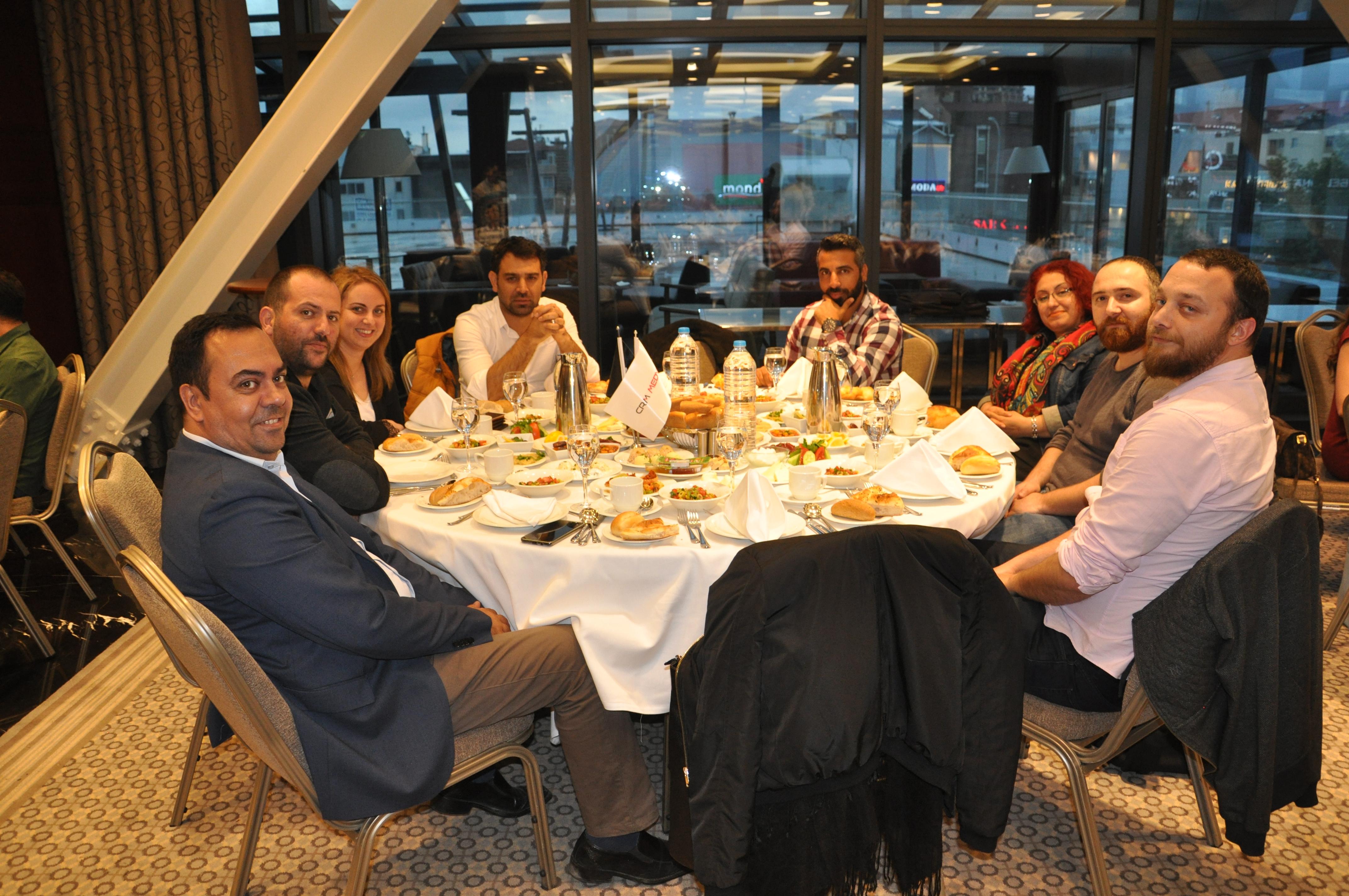 crm medya çalışanları iftar yemeğinde (4)