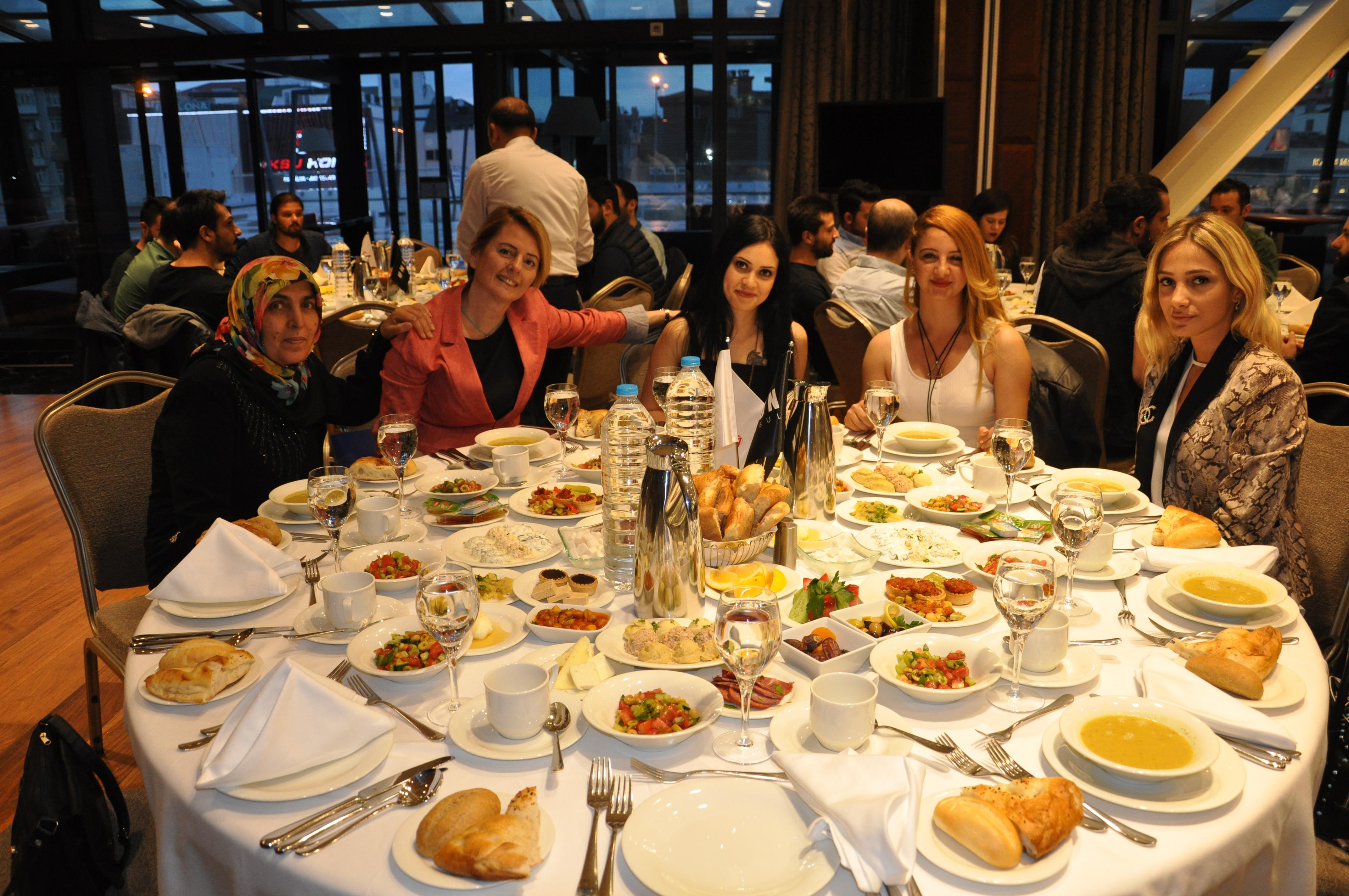 crm medya çalışanları iftar yemeğinde(1)